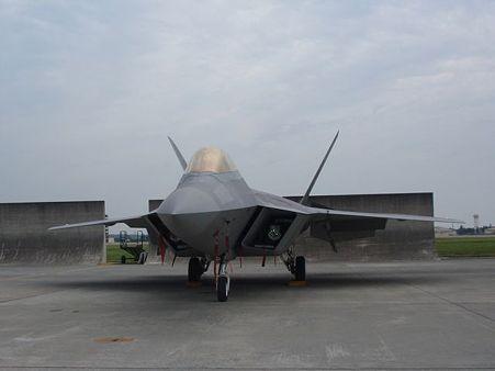 F-22A ラプター (前)