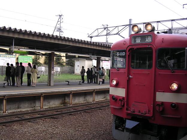 北広島駅ホームと711系