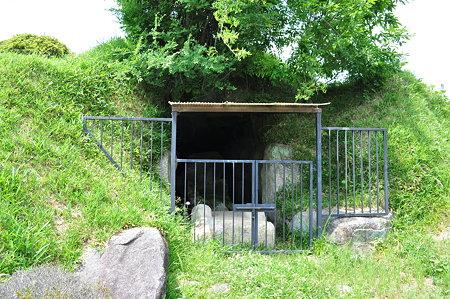 ツボリ山古墳石室前