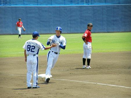 028 3塁ベースを回って!