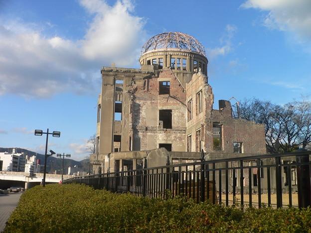 原爆ドーム、側面から