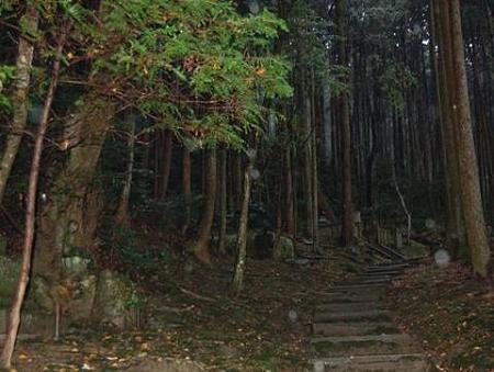 フェノロサの墓への階段