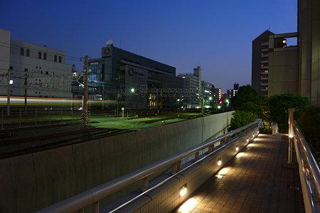 錦糸町は夜の七時。