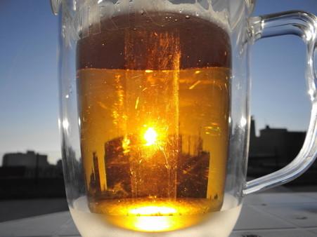 ビールジョッキの夕陽