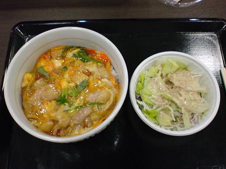 なか卯 親子丼+サラダ(ゴマ)