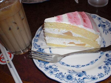 ドトール 桃のケーキ