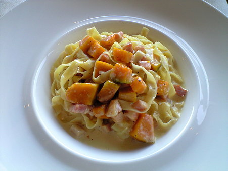 タリアテッレ ベーコンとかぼちゃのクリームソース