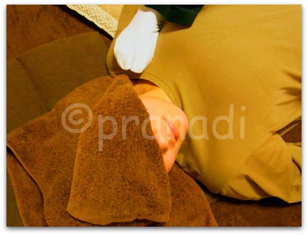 【施術写真】デコルテ&肩の付け根・横に流れた胸を前に前に~☆