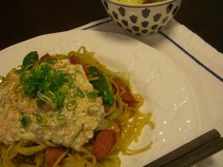 タラコ豆腐ソースかけ焼きそばの食卓