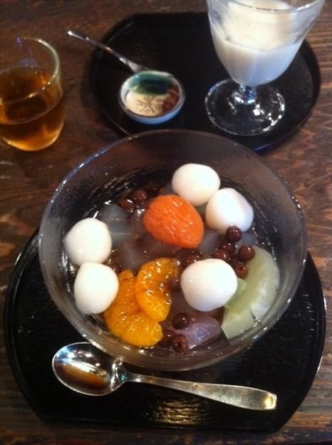 写真: 白玉みつ豆と冷やし甘酒!