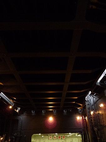 091024-ひゅうが 格納庫から船首リフター (11)