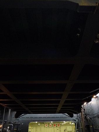 091024-ひゅうが 格納庫から船首リフター (12)