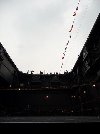 091024-ひゅうが 格納庫から船首リフター (15)