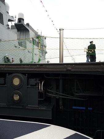 091024-ひゅうが 船首リフターに乗る (15)