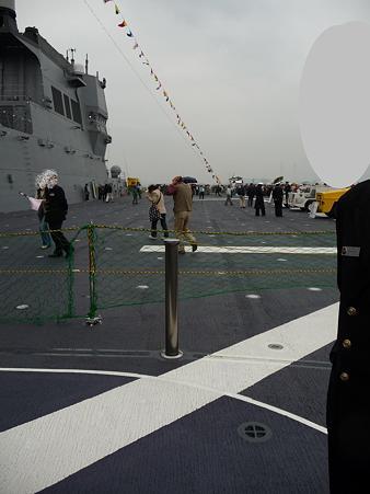 091024-ひゅうが 船首リフターに乗る (18)