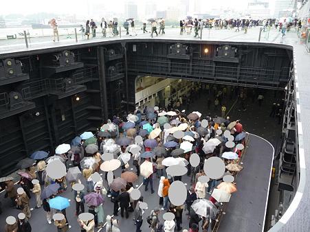 091024-ひゅうが 甲板から船尾リフター (6)