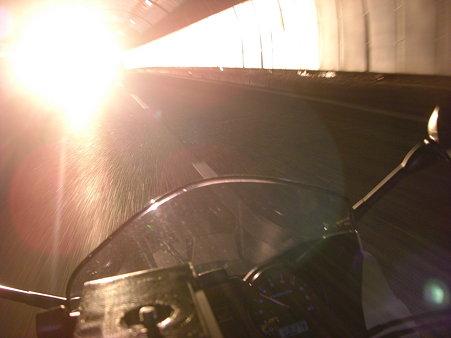 トンネル出る前の西日