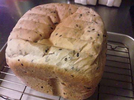 黒ごまパンを作った