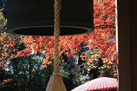 2010.11.29 鎌倉 海蔵寺 吊り鐘と紅葉