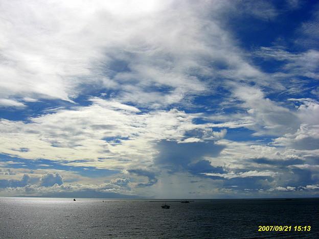 マニラ湾空と雲
