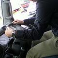 写真: 【業務連絡】藤田が人生初のマニュアル。しかもニトントラック。マジ...