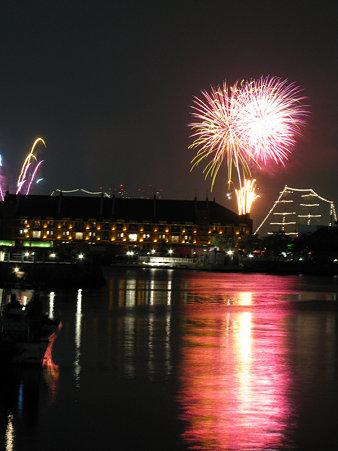 水面までが花火に染まる、横浜!(6/2)