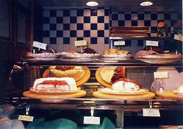 【10】タリンク・シリヤライン乗船 船内のカフェ [2005]