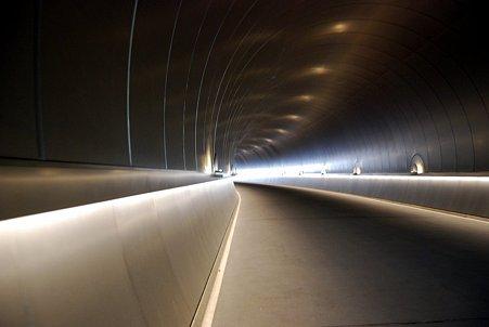 ミホミュージアムまでのトンネル