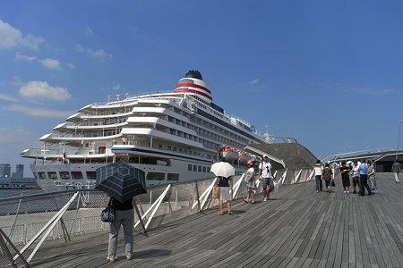大桟橋国際客船ターミナル へ