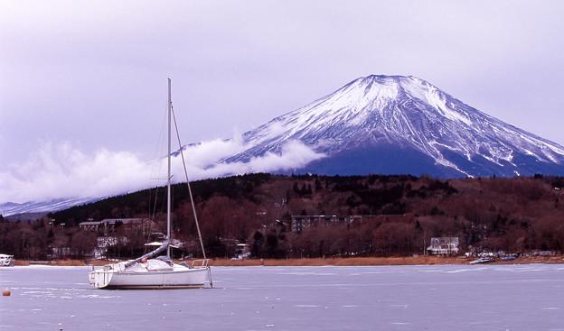 山中湖全面凍結