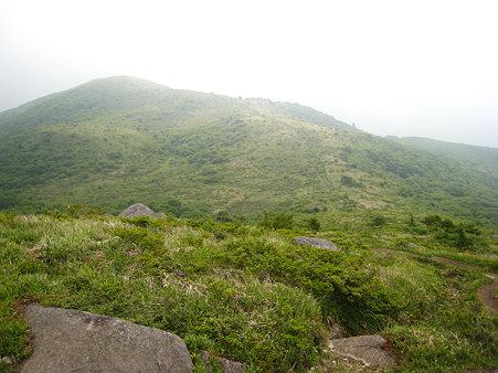 岩樋山山頂から望む道後山