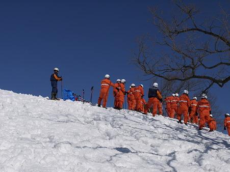 救難訓練中の消防隊